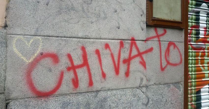 Pintadas amenazantes junto a algunos de los comercios que han hecho frente a algunos grafiteros  Foto: Somos Malasaña