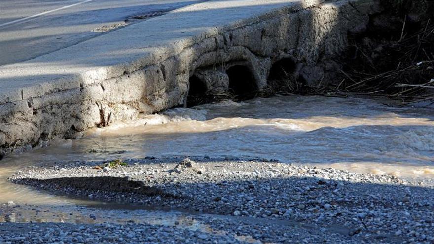Fallece un hombre en La Línea al ser arrastrado su vehículo por el agua