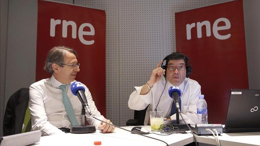 El Senado concede el Luis Carandell al periodista Miguel Ángel Domínguez
