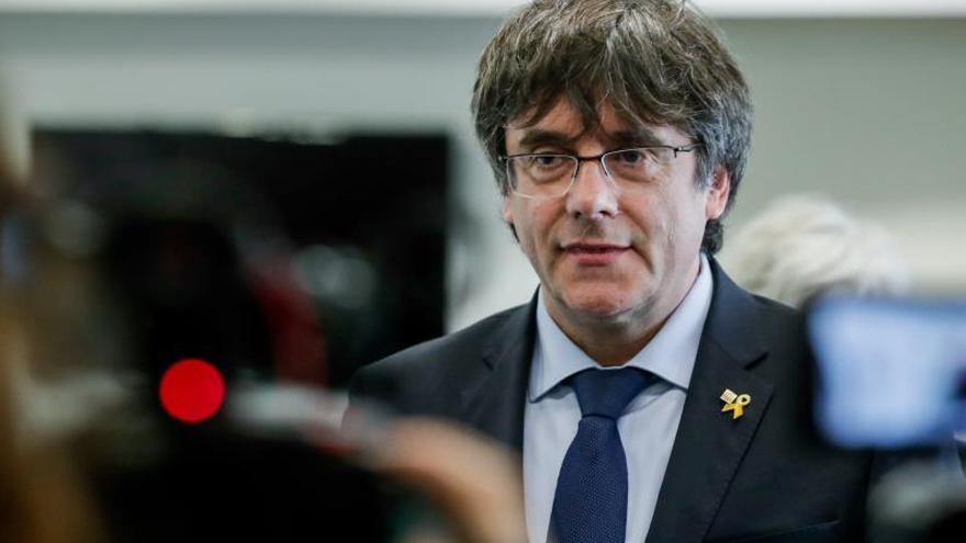 Puigdemont lamenta la muerte de Rubalcaba y expresa su pésame a la familia