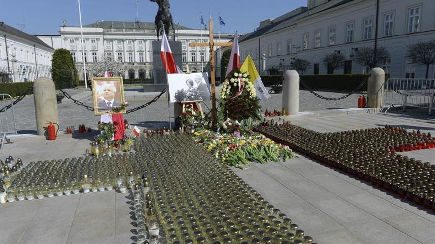 Polonia exhumará los restos de todas las víctimas del accidente aéreo de Smolensk