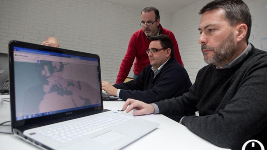 Equipo de Geoinquiteos y voluntarios trabajando en coSfera.   MADERO CUBERO