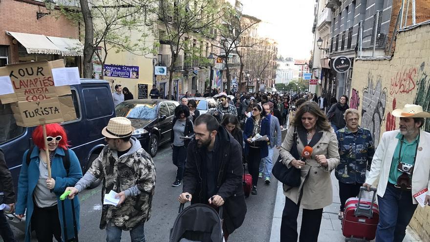Protesta festiva en Lavapiés contra la turistificación, el 5 de abril de 2017.
