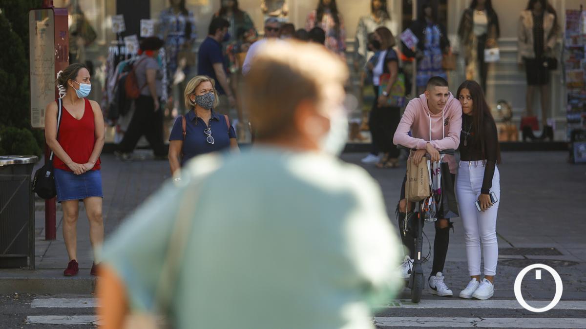 Varios cordobeses en las calles de la ciudad
