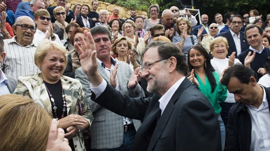 Mariano Rajoy, durante una visita a Finestrat (Alicante) en la anterior campaña electoral.