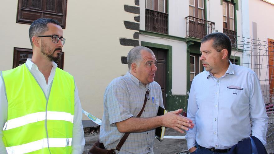 Juan José Cabrera (d) en las obras de La Alameda.