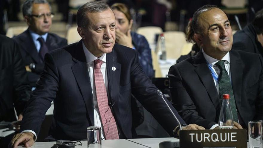 EE.UU. dice que no es cierto que Turquía compre crudo al Estado Islámico