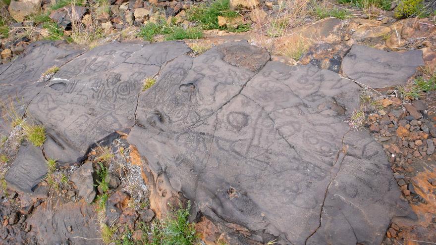 'Letreros' de El Julan, grabados prehispánicos de los antiguos bimbaches. José Mesa