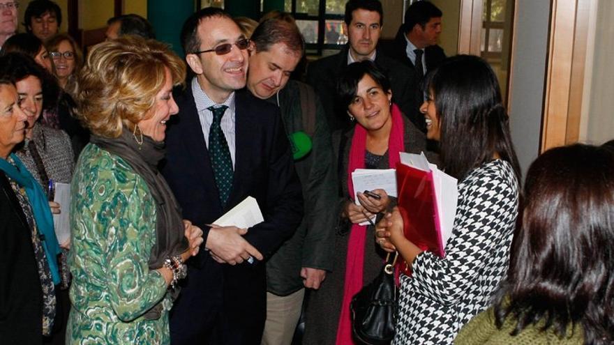 Esperanza Aguirre, durante una visita al IES San Mateo, a finales de 2011 | COMUNIDAD DE MADRID