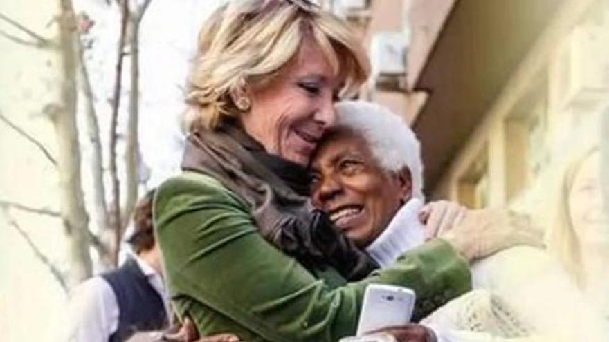 Esperanza Aguirre en cartel promocional que ha suscitado multitud de críticas por... su populismo
