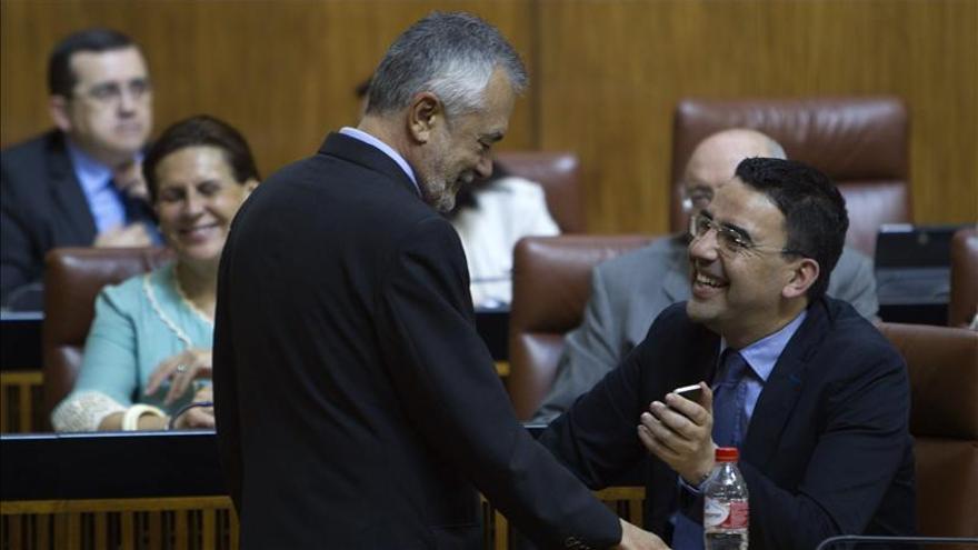El Parlamento andaluz convalida el decreto contra la exclusión social, con la abstención del PP