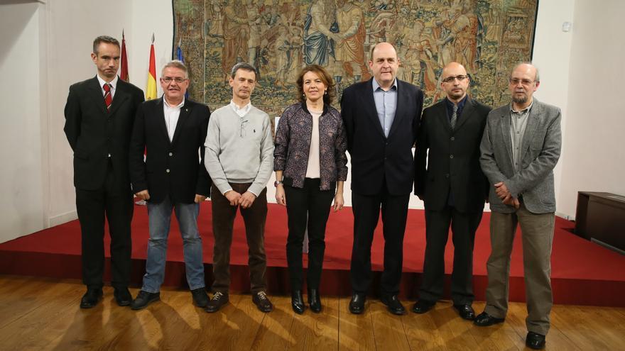 Miembros de EAPN con la consejera de Bienestar Social / JCCM