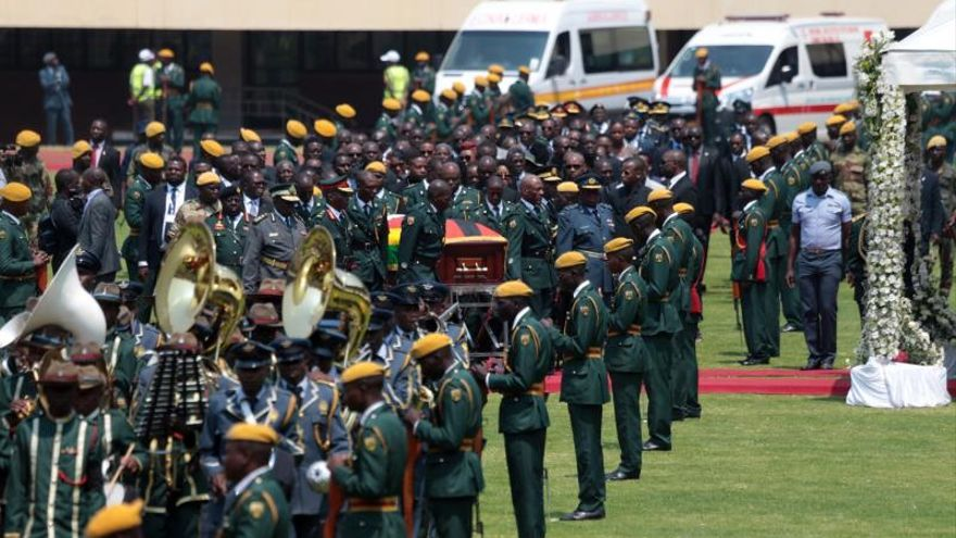 Jefes de Estado y altos cargos de todo el mundo dan último adiós a Mugabe