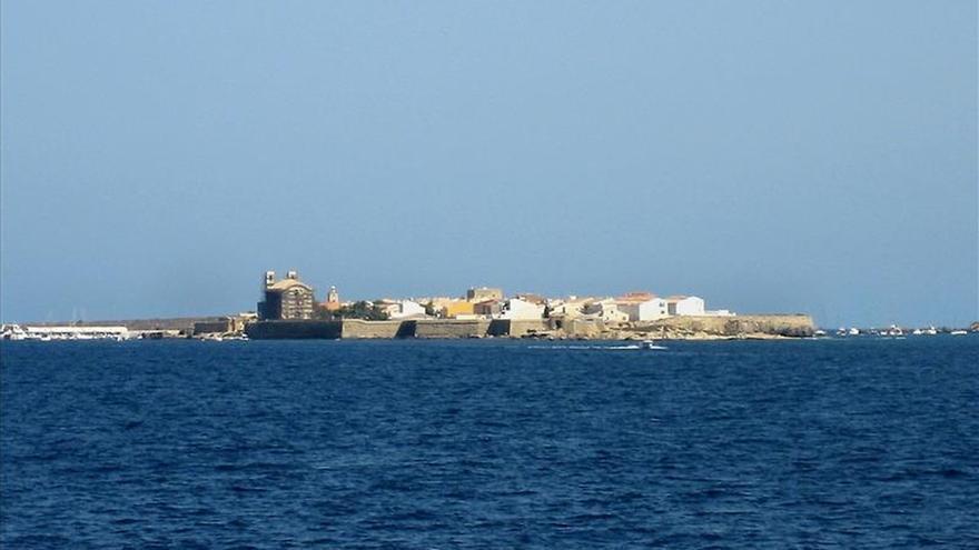 Barco y coche para votar en Tabarca, una pequeña isla sin mítines... ni urnas
