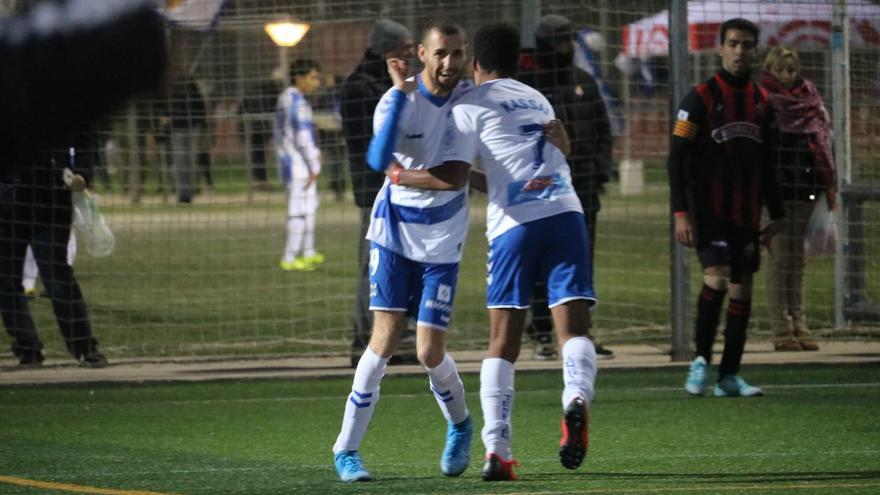 Tana y Kassai celebran un gol del CD Tenerife EDI en Tarragona.