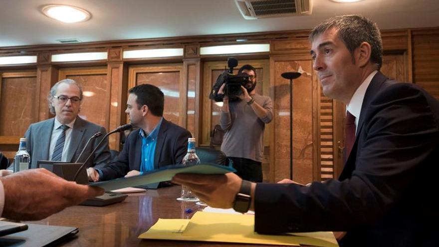 El pesidente del ejecutivo regional, Fernando Clavijo, presidió la reunión del Consejo de Gobierno, celebrada hoy en Las Palmas de Gran Canaria. EFE/Ángel Medina G.