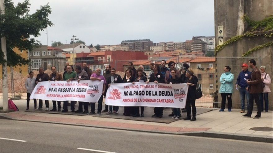 """Integrantes de las Marchas por la Dignidad piden frente al Parlamento """"políticas para una nueva etapa"""""""
