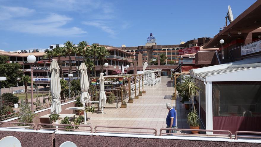 Popular centro comercial El Yumbo, completamente vacío este miércoles de Semana Santa.