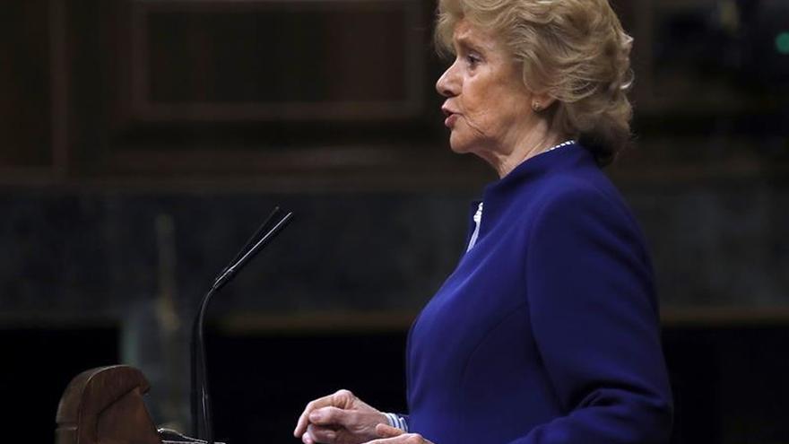 Becerril reclama un acuerdo para que España cumpla compromiso con refugiados