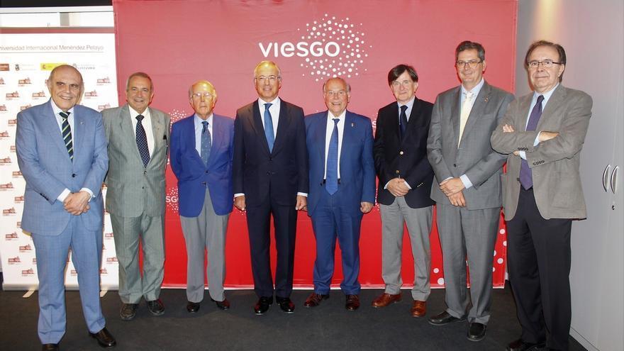El economista Juan Velarde Fuertes gana el XXXI Premio Internacional Menéndez Pelayo