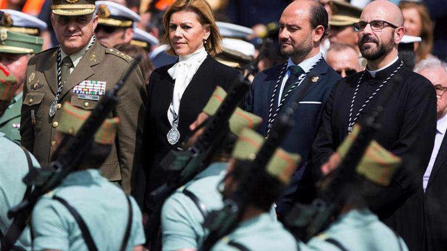 La ministra de Defensa, María Dolores de Cospedal, presidiendo el traslado del Santísimo Cristo de la Buena Muerte