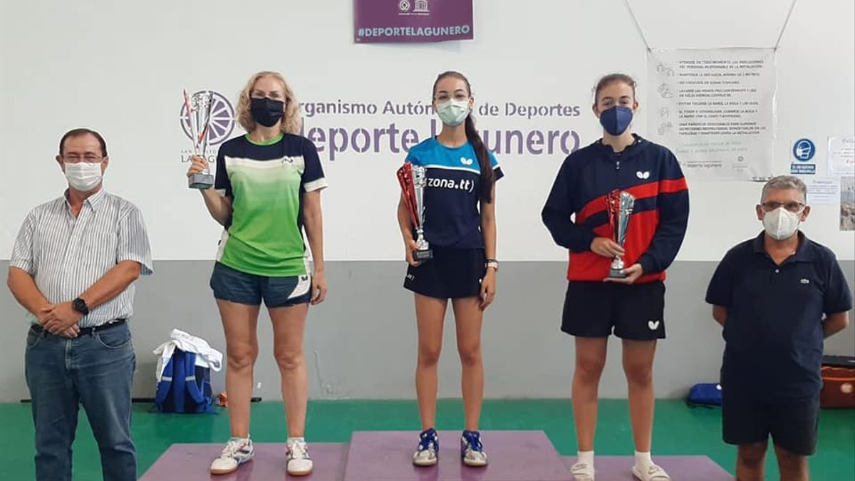 El podio femenino con Lorena Gil como ganadora.