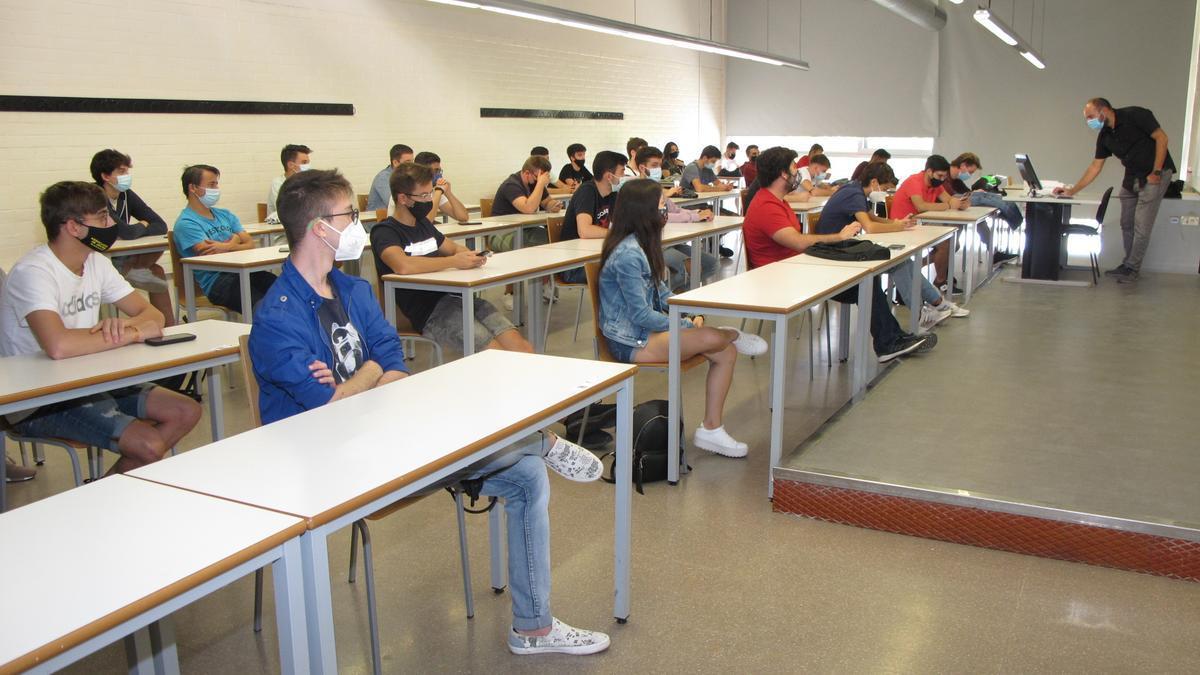 Un grupo de alumnos en una sesión de bienvenida del curso 2020/2021 en la Universitat de Lleida, una de las que imparte grados de tres años