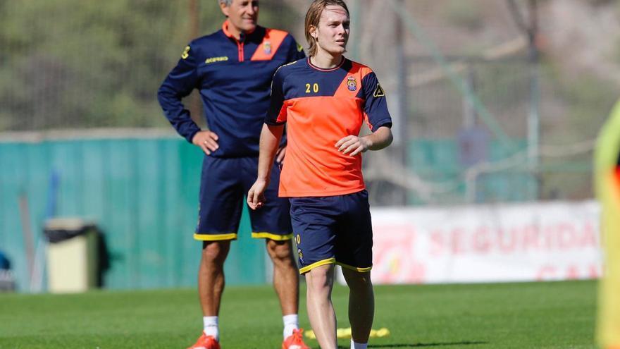 Alen Halilović durante el entrenamiento de este martes en Barranco Seco, junto a Setién.