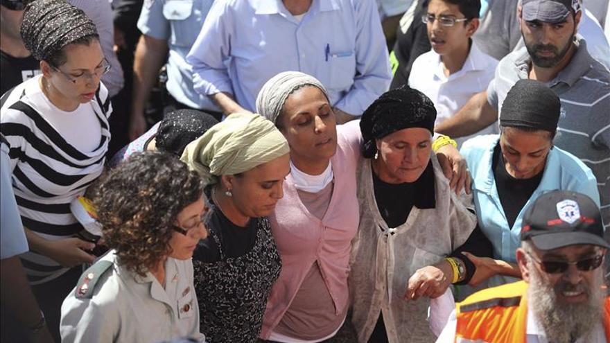 Israel entierra a los 3 jóvenes asesinados en medio de peticiones de venganza