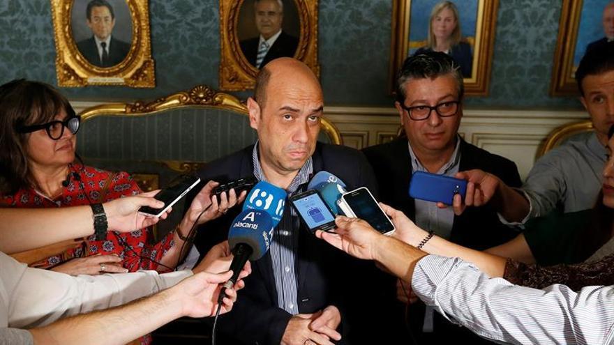 Procesan al alcalde de Alicante y a dos asesores por supuesta prevaricación en el área de Comercio