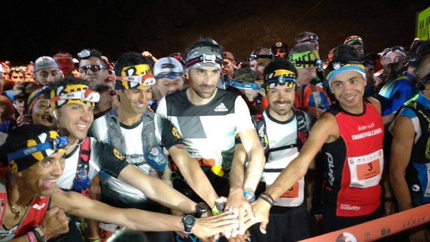 Grupo de  corredores de la Transvulcania 2016, este sábado. Foto: Transvulcania.