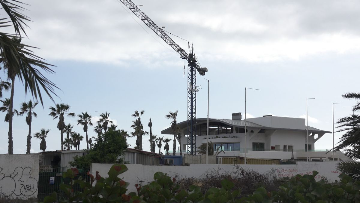 Construcción del centro comercial Arts, en la costa de Arona