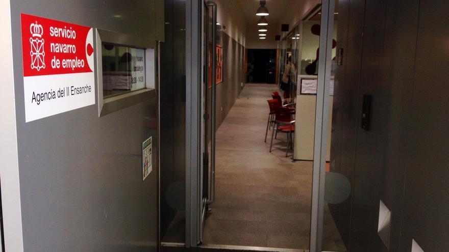 Entrada a la oficina del Servicio Navarro de Empleo del Ensanche de Pamplona