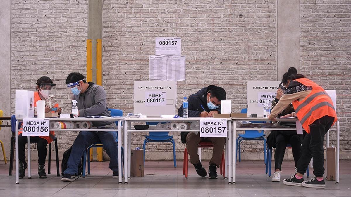 Más de 25 millones están convocadas a votar en Perú