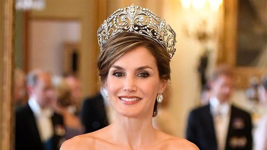 """La reina Letizia """"deslumbra"""" en la visita de Estado al R.Unido, dice prensa"""