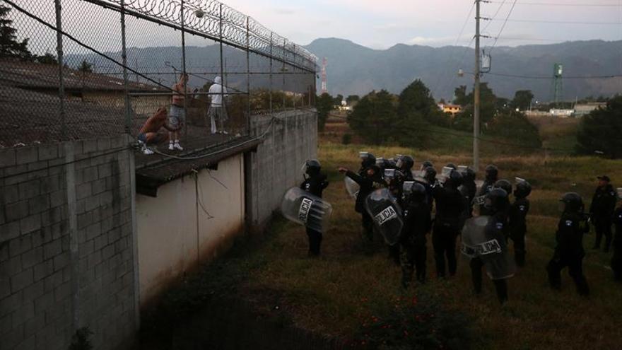 Liberado uno de los cinco monitores retenidos en un correccional de Guatemala