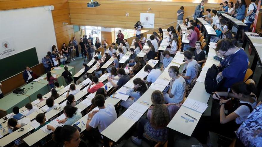 Estudiantes entregan este lunes 178.000 firmas para reclamar una EBAU única