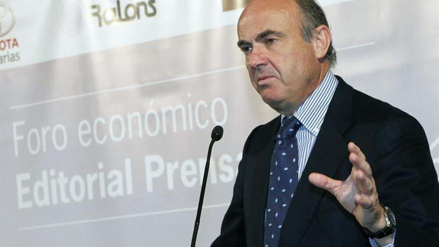 El ministro de Economía y Competitividad, Luis de Guindos, durante su intervención en la conferencia que ofreció hoy en Las Palmas de Gran Canaria en el Foro de Economía de Editorial Prensa Ibérica.