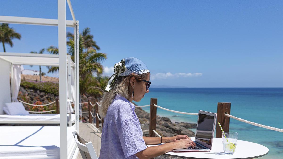 Turismo de Canarias lanzó este año un plan de acción dotado de 500.000 euros para atraer a 30.000 profesionales en una década con el fin de desarrollar proyectos de entre uno y tres meses en las Islas