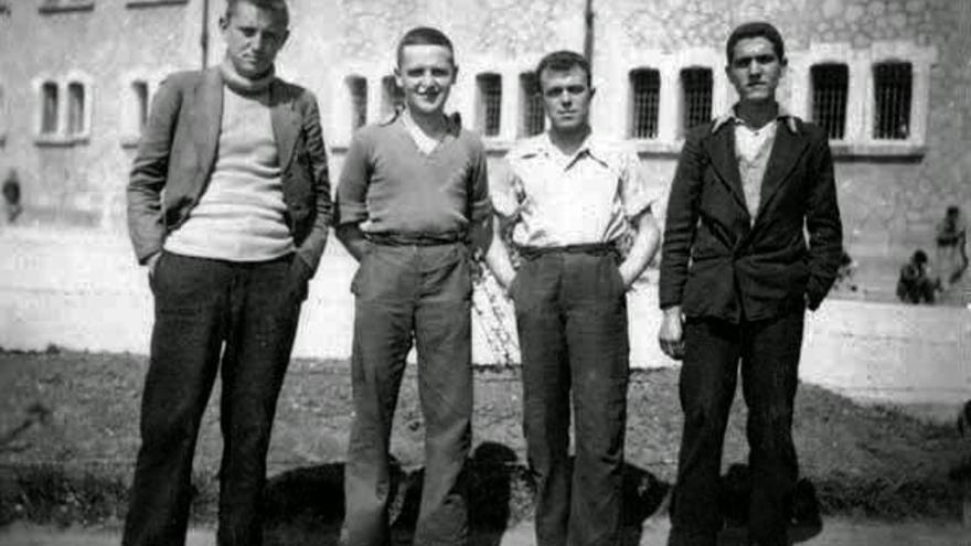 De izquierda a derecha: Antonio Buero, Matías Pérez Batanero, Luis Guerra, Isidoro Martínez Pérez. Foto: Herederos de Antonio Buero Vallejo.