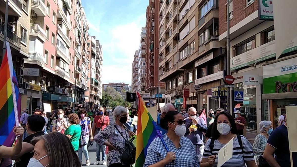Manifestantes en defensa de los servicios públicos