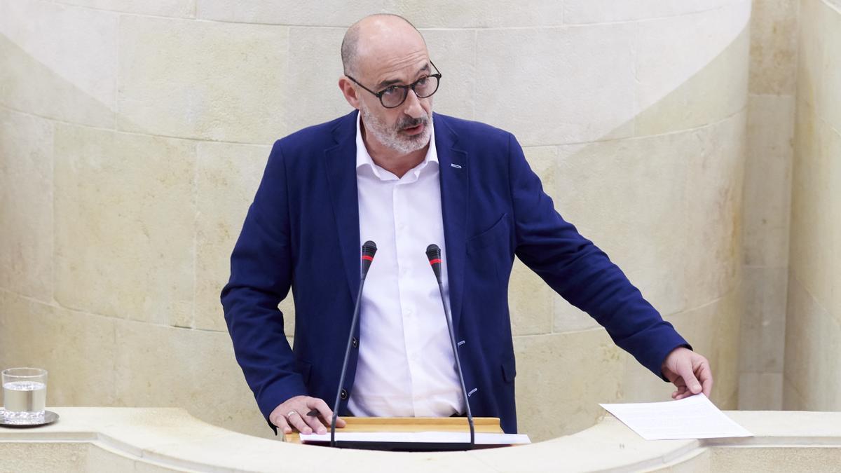 El portavoz de Ciudadanos en Cantabria, Félix Álvarez , en el Parlamento de Cantabria