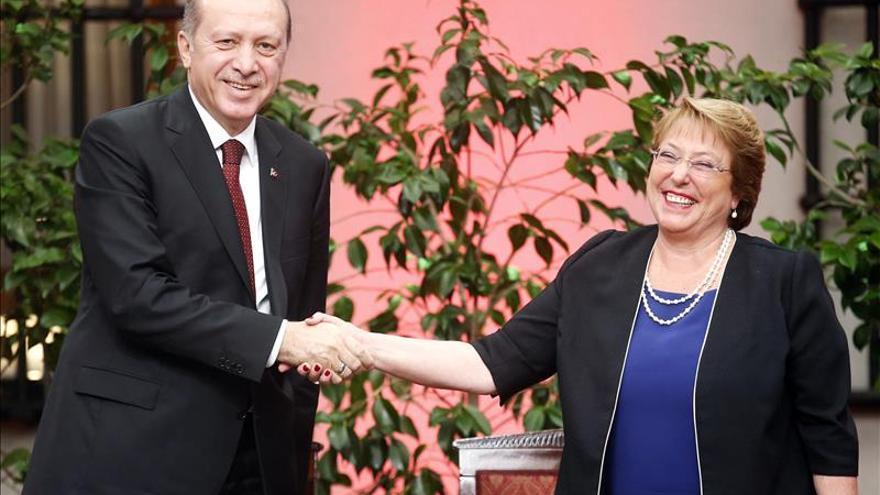 Erdogan firma acuerdos en Chile, un país clave para la apertura a Latinoamérica
