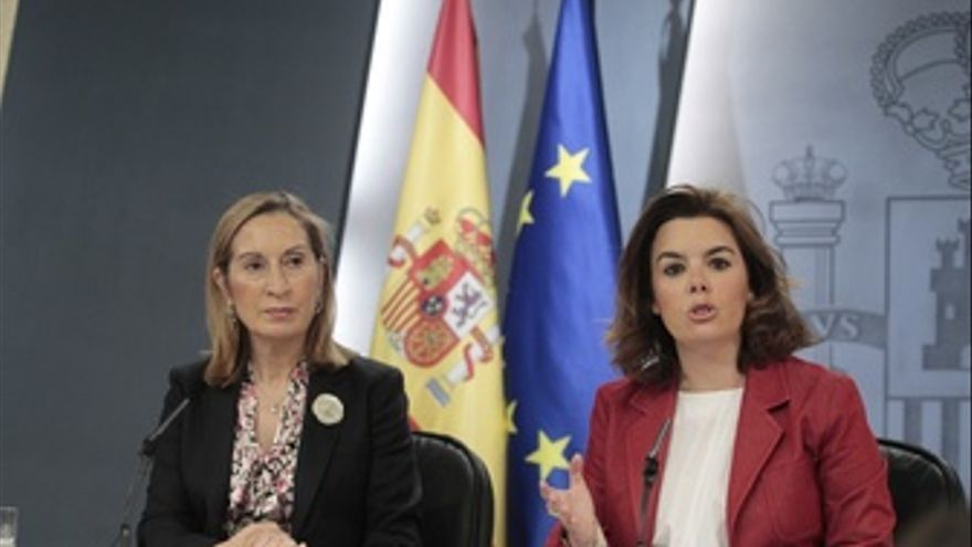 Soraya Sáenz De Santamaría Y Ana Pastor