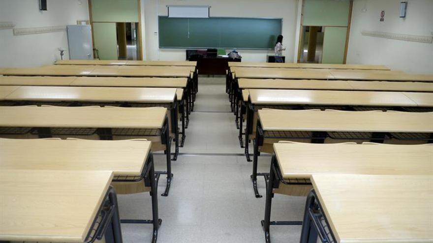 Un aula en una foto de archivo.