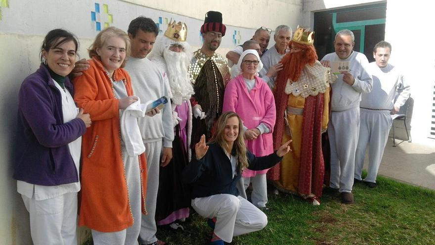 Los Reyes Magos con pacientes y personal del Hospital General de La Palma. Foto: Consejería de Sanidad.