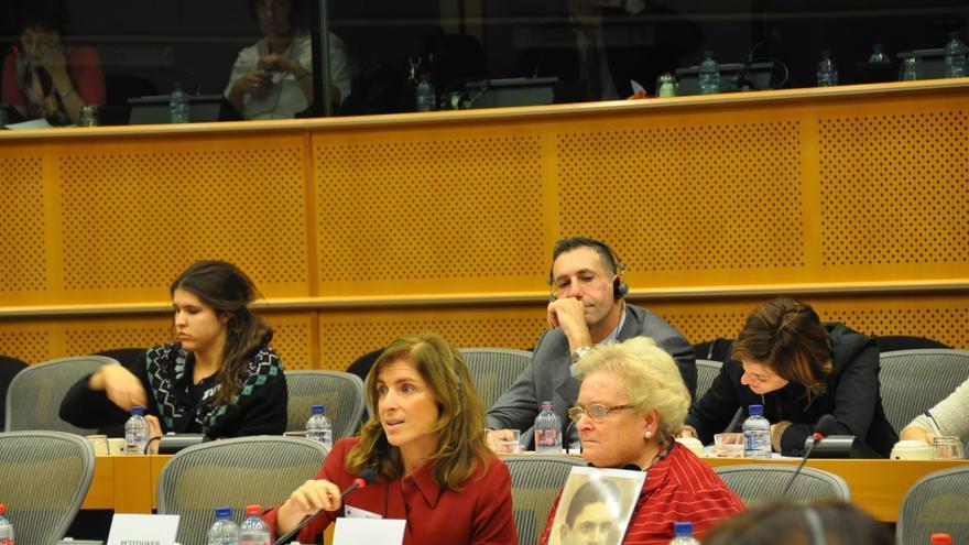 Guillermina Gómez en el Parlamento Europeo durante la sesión de la Comisión de Peticiones en la que abordaron su caso.