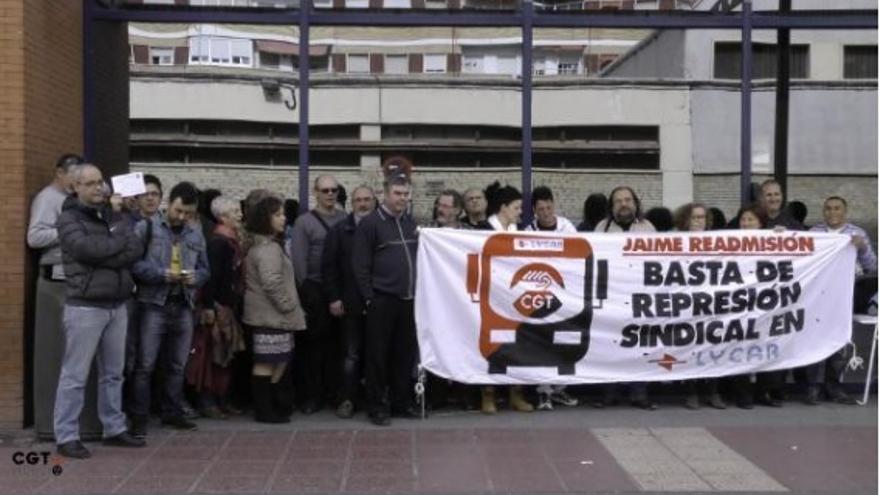 Imagen de una concentración de los trabajadores de Grupo Interbús en las instalaciones de la estación de autobuses de Murcia el pasado mes de febrero