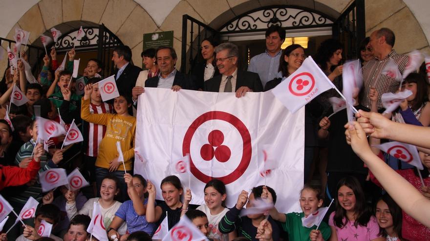 Gernika-Lumo recibe la Bandera de la Paz Cultural de Nicolas K. Roerich