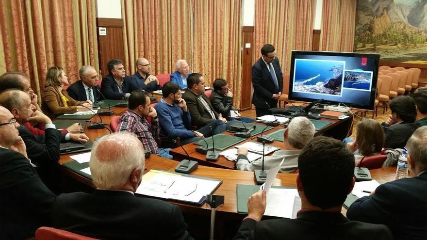 La presentación del proyecto de ampliación del puerto capitalino (en la imagen) se realizó en el marco de la Mesa de Seguimiento Empresarial convocada por la Delegación de la Cámara de Comercio en La Palma en colaboración  con Cepyme La Palma.